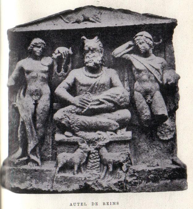 フランス北部ランスのガリア人の祭壇。左からアポロン、ケルヌンノス、メリクリウス